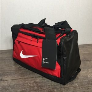 🛍 NIKE BRASILIA TRAINING DUFFLE BAG RED/BLACK